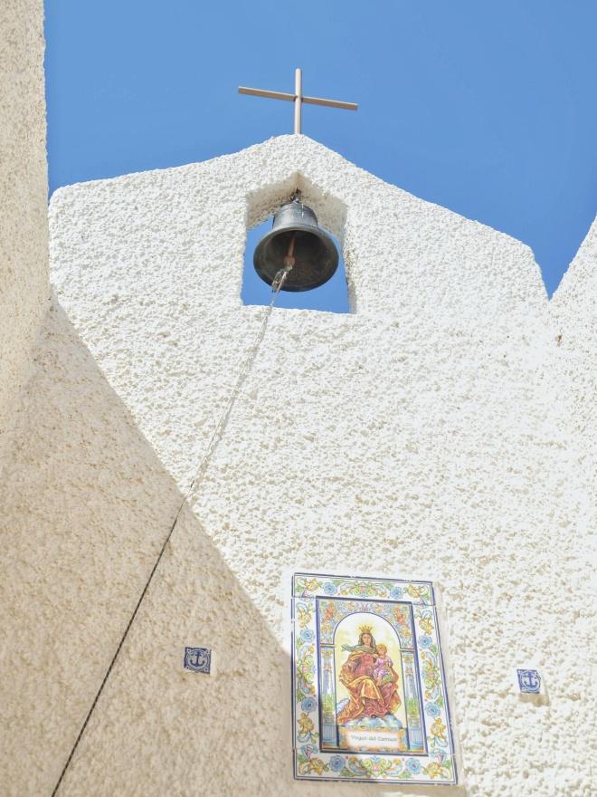 andalusialainen valkoinen kylä isleta del moro kirkko
