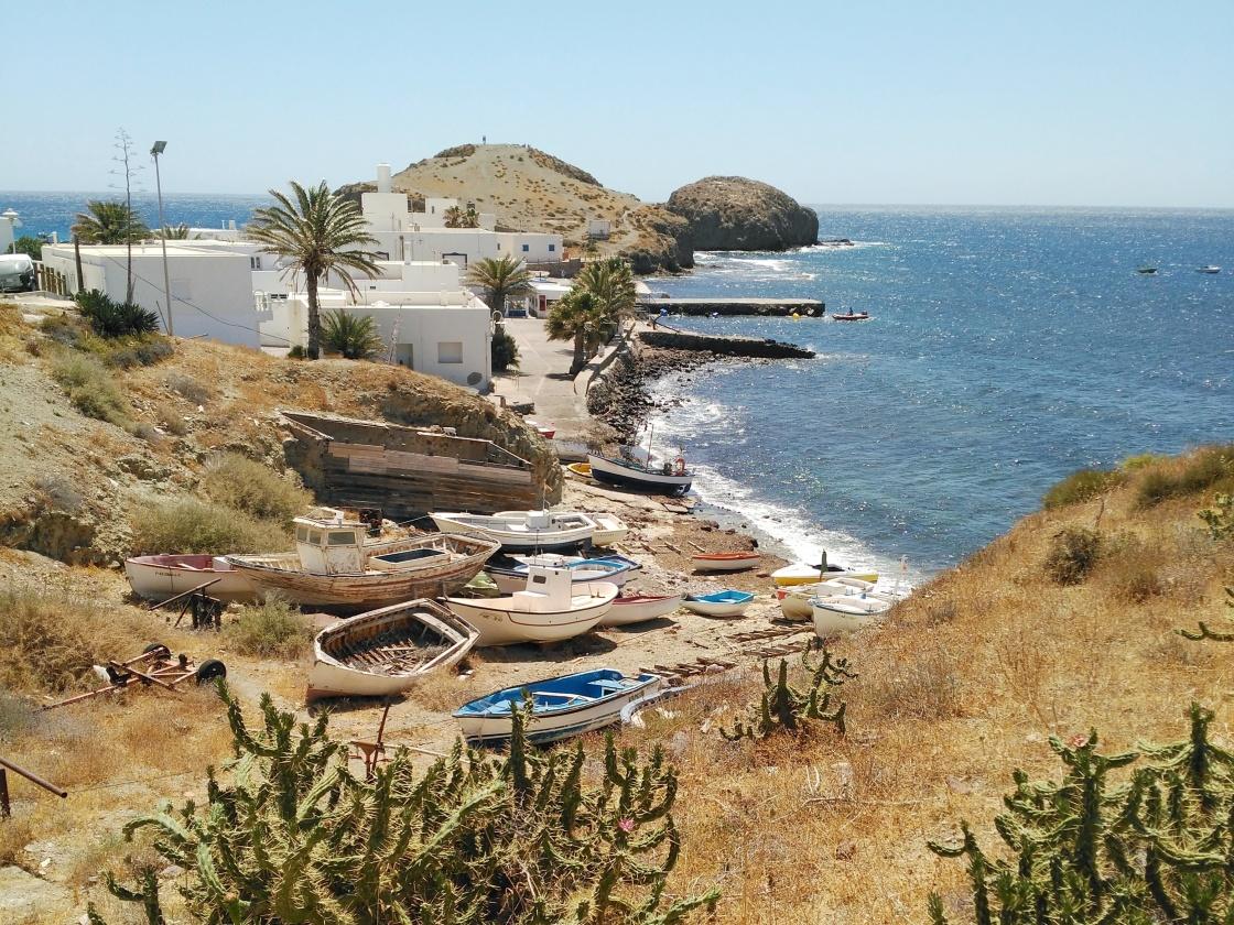 andalusialainen valkoinen kylä isleta del moro