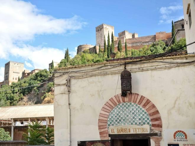 Albaycin tarjoaa hienot näkymät Alhambraan