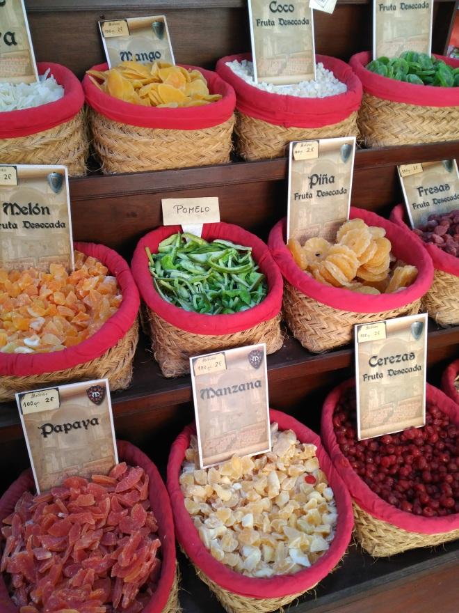 Granadan Albaicínin marokkolaispuodeista saa mausteita, teetä ja herkkuja