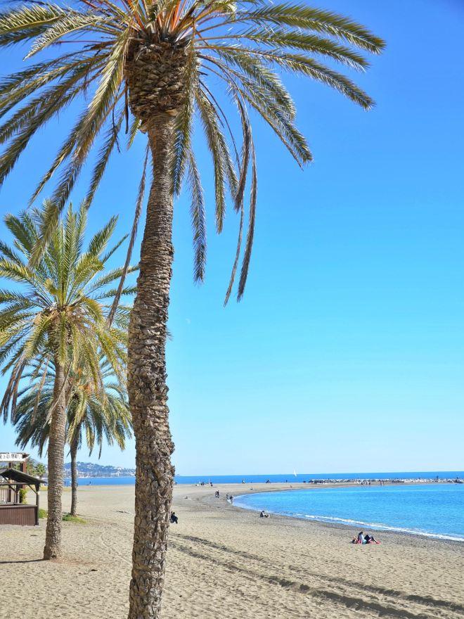 hiekkaranta Malaga talvella