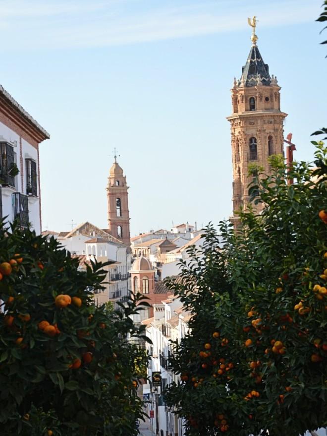Antequerassa on kymmeniä kirkon torneja